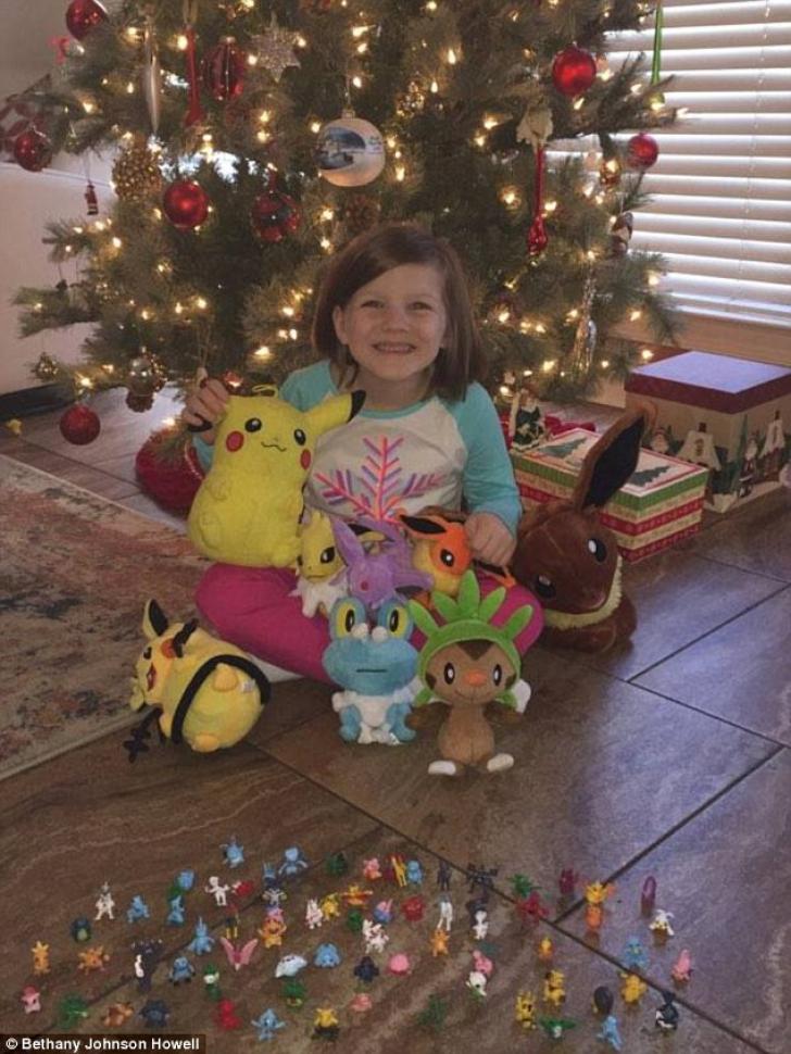 A aşteptat ca mama ei să adoarmă, apoi...cum şi-a făcut o fetiţă de 6 ani singură cadouri de Crăciun