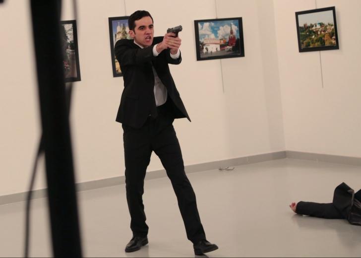 Ambasadorul Rusiei în Turcia, ucis într-un atac la Ankara. Imagini cu puternic impact emoţional