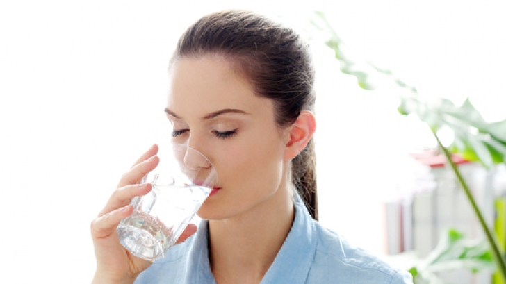 De ce este sănătos să bei apă rece pe stomacul gol