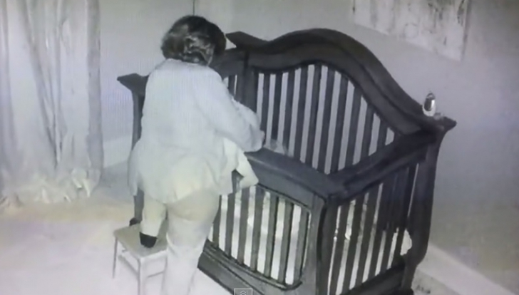 Camera ascunsă a înregistrat cum bunica o așeza în pătuc pe nepoată. Ce a urmat. Mama a fost şocată