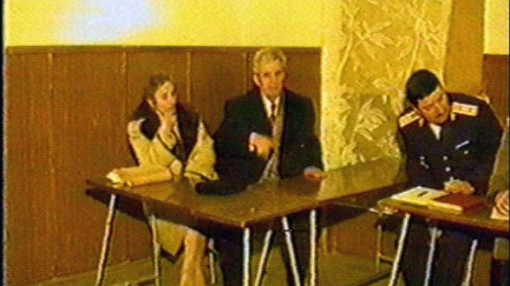 Mai ţineţi minte haina în care Elena Ceauşescu a fost ucisă, în 1989? Surpriză: Iată de unde era!