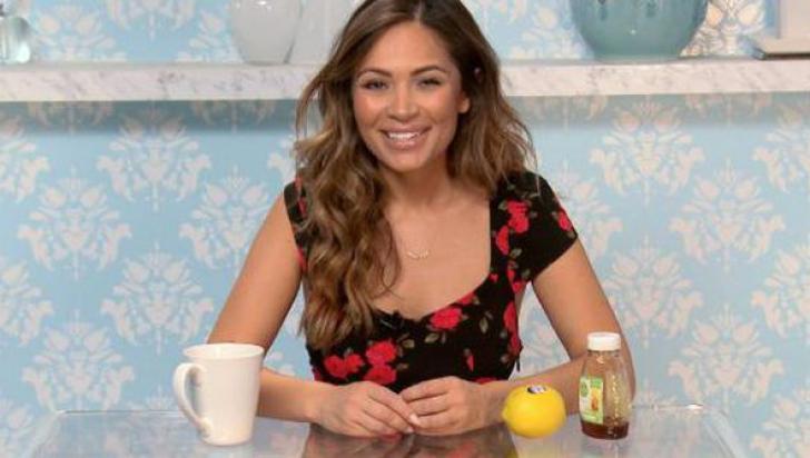 Femeia asta a băut apă caldă cu miere şi lămâie timp de 365 de zile! Rezultatul a şocat-o!