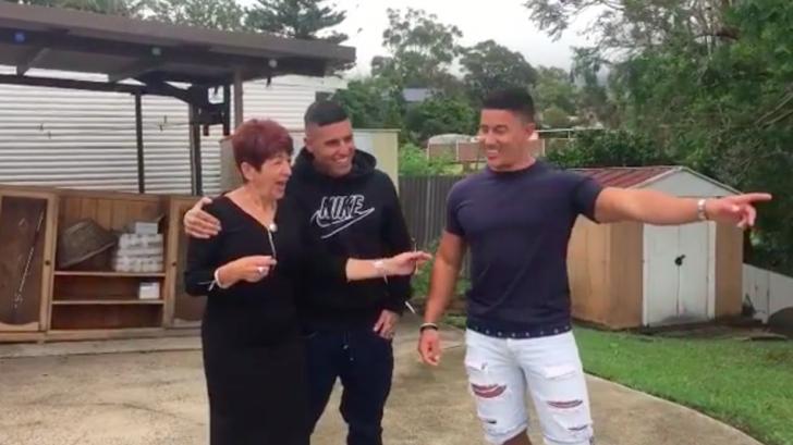 Emoţionant. Doi fraţi au aflat ce îşi doreşte mama lor de Crăciun: le-a luat 10 ani să strângă banii