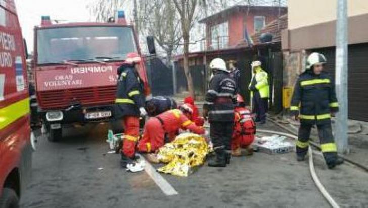 O femeie se zbate între viaţă şi moarte după ce locuinţa sa din Voluntari a luat foc