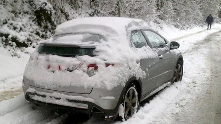 Mit sau realitate: Trebuie să încălzeşti motorul maşinii iarna înainte să pleci la drum?