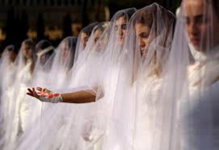 Femeile din Liban, protest în rochii de mireasă pline de sânge. Motivul e o lege aberantă