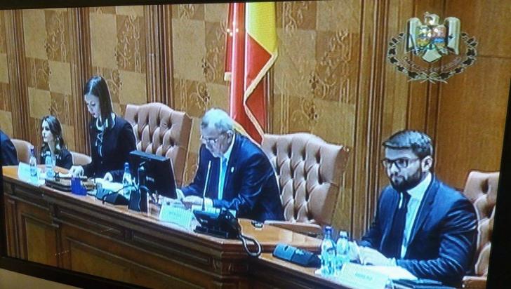 S-a întrunit noul Parlament. Leon Dănăilă şi Miron Ignat, preşedinţi temporari ai celor două Camere