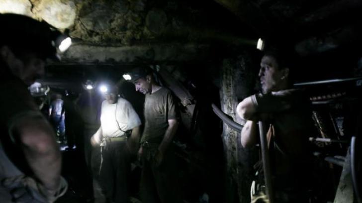 Protest la Mina Lupeni. Zeci de mineri refuză să intre în subteran