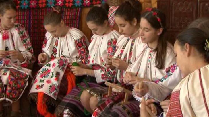 Şezătoarea, o tradiţie veche de sute de ani, încă se mai păstrează în satele din zona Moldovei