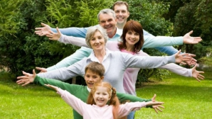 Bunicii care contribuie la creșterea nepoților pot trăi mai mult - studiu