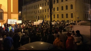 Proteste şi în marile oraşe ale ţării. Mii de oameni cere demisia Guvernului Grindeanu