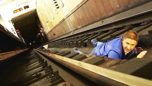 Ai căzut între şinele de la metrou? Uite ce trebuie să faci!