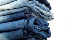 Cum să speli CORECT blugii. Trucuri pentru a rezista mai mult