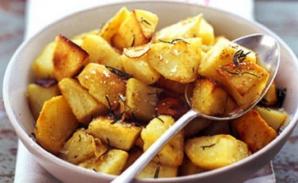 Cea mai simplă reţetă de cartofi cu usturoi. Ingredientul secret pe care puţini îl ştiu