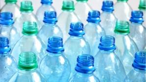 Ce bacterii se găsesc în sticlele de plastic? Nu o să le mai refoloseşti niciodată!