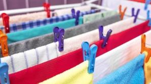 La ce RISCURI te expui dacă îţi usuci hainele în casă