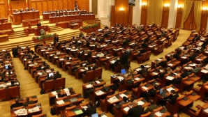 Cum reacţionează parlamentarii PSD când un deputat USR îi filmează pe holurile Parlamentului