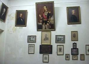 Marea degradare a sălii Micii Uniri. Sala Cuza a Muzeului de Istorie Naturală din Iaşi, un DEPOZIT