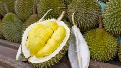 Adevărul despre fructul durian. Deşi miroase foarte urât, acesta are...