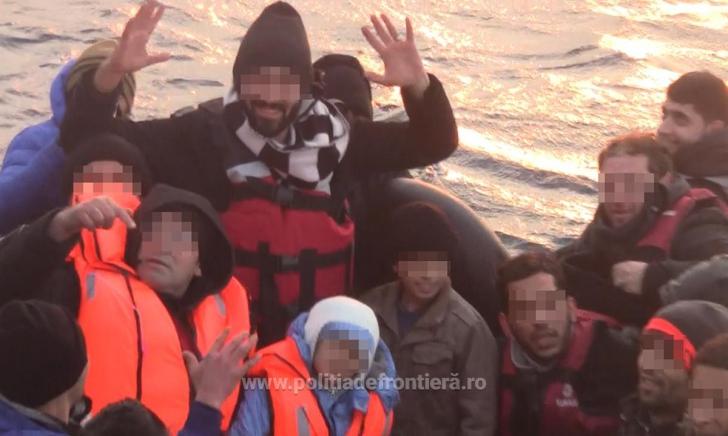 Acțiune exemplară a polițiștilor de frontieră români: Peste 50 de persoane, salvate din Marea Egee