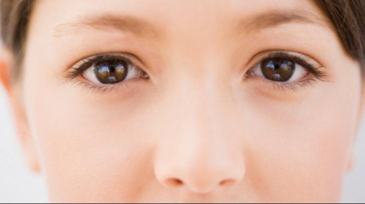 Simţi că ţi-a intrat ceva în ochi? Acesta senzaţie poate ascunde o boală gravă
