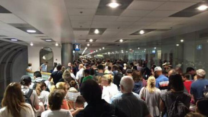 SUA: Mii de pasageri blocați pe aeroporturi din cauza unei defecțiuni a sistemului informatic