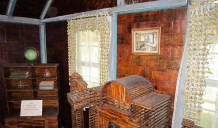 A construit o casă numai din ziare. Cum arată cabană ridicată din 100.000 de cotidiane