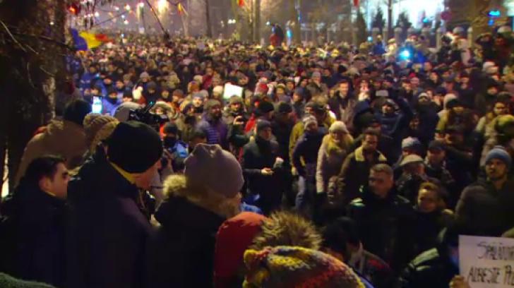 Protest masiv împotriva grațierii: 50.000 de oameni au mărșăluit prin ger în București