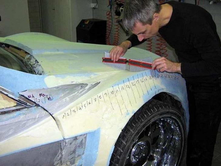 Şi-a făcut PRAF Mercedes-ul CLK, dar l-a restaurat cu spumă de lipit. A rezultat un bolid incredibil