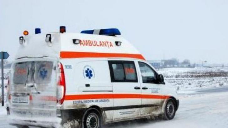 Accident cumplit în Hunedoara. Un microbuz a derapat într-un șanț. 8 persoane, rănite