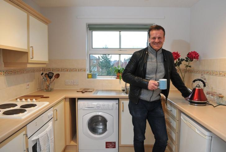 Un bărbat vrea să dea gratis un apartament oricui are nevoie de el. Cum arată locuința
