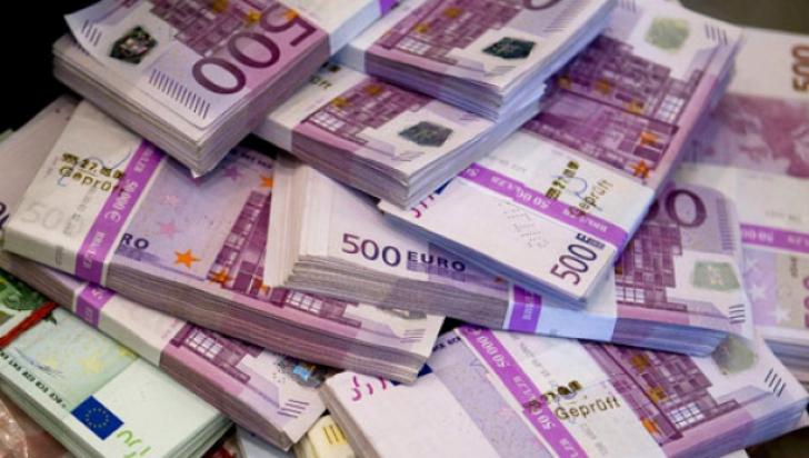 Curs valutar. Leul s-a depreciat în raport cu euro şi a crescut față de dolar
