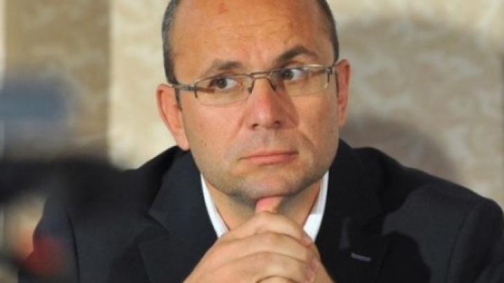 Cozmin Guşă: Nu poţi să faci politica externă a României cu Meleşcanu şi cu Birchall