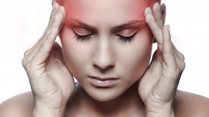 Întrebarea care stă pe buzele tututor! Din ce cauză apar migrenele?