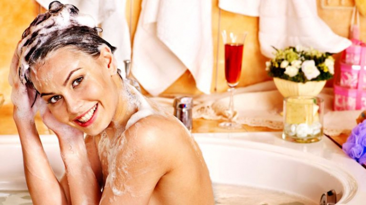 Adaugă zahăr în șampon de fiecare dată când te speli pe cap. Motivul incredibil!