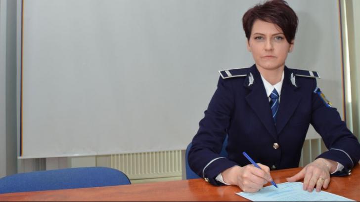 O tânără de 35 de ani a renunţat la funcţia de şef de bancă, ca să lucreze ca poliţist într-o comună