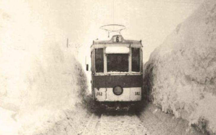 Imagini de la marele viscol din '54. Cea mai cruntă iarnă din Bucureşti. Cum se facea dezăpezirea?