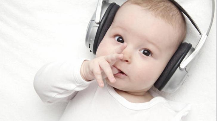 Copiii, stimulați intelectual de muzică! Beneficiile educației muzicale