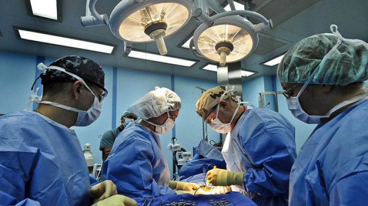 Descoperire STRANIE în ovarul unei tinere de 16 ani. Medicii credeau că e o simplă tumoră, dar...