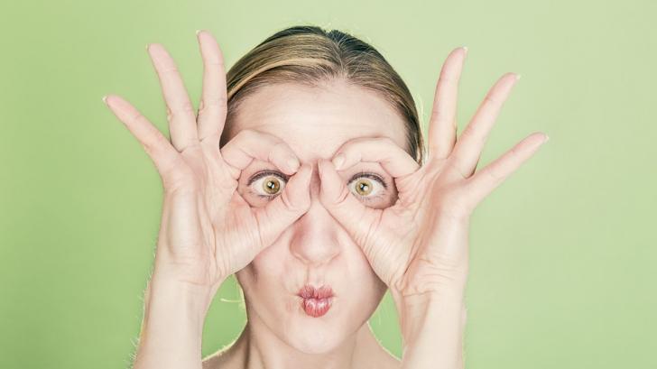 Cum să pierzi ani şi greutate, cu un masaj facial de 3 minute