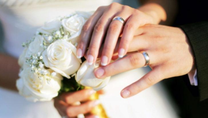 Au fost de acord să-și graveze verighetele. Soțul a înmărmurit când a dat-o jos. Ce scria pe inel