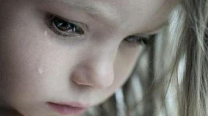 O femeie din Moldova s-a pomenit la uşă cu o fetiţă care plângea. Când a aflat motivul, a înţepenit!