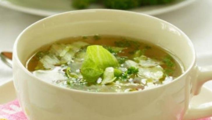 Ce poţi păţi de la cura cu supă de varză