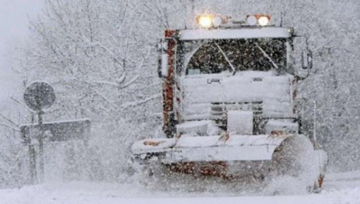 Un bărbat de 60 de ani a murit după ce a căzut în zăpadă. Un altul, găsit îngheţat într-o magazie