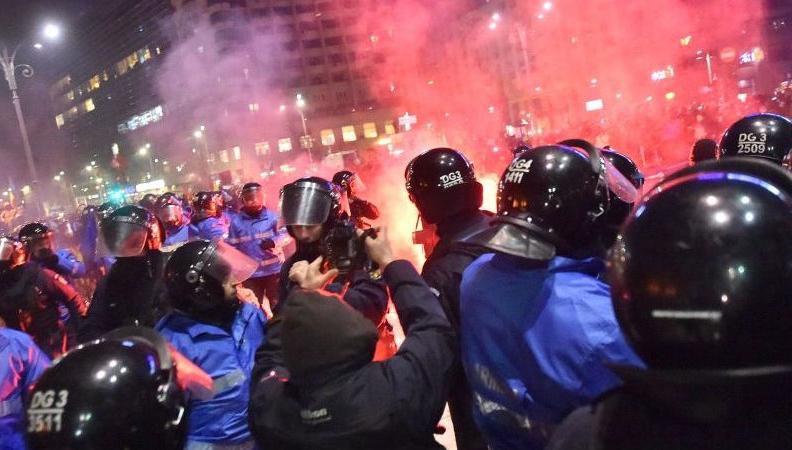 Percheziții după protestele din Piața Victoriei