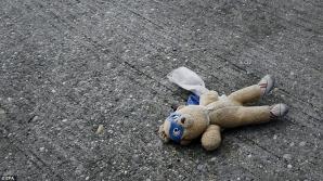 Un băieţel de 5 ani, găsit mort pe stradă. Ce i-au făcut părinţii. Poliţiştii îngroziţi!