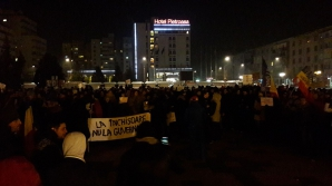 Mii de oameni, în stradă în marile oraşe ale ţării