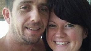 Au fost găsiţi morţi lângă maşina în care se aflau cei 3 copii ai lor nevătămaţi. Poliţiştii, şocaţi