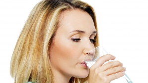 Motive să bei apă caldă în mod regulat