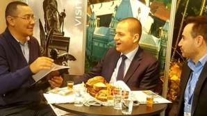 Victor Ponta, fotografiat alături de primarul Aradului, Gheorghe Falcă. Ce au discutat